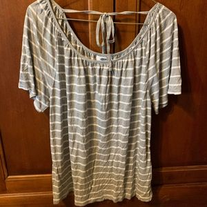 Old Navy large gray striped flowy top